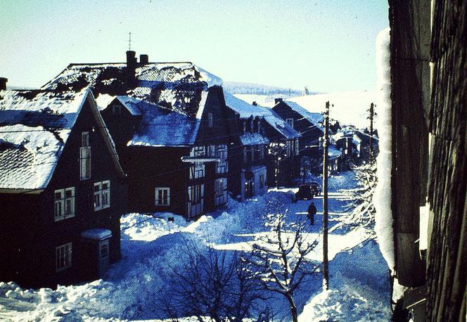 Winterberg 1960er Jahre, Blick aus meinem Elternhaus auf die Marktstraße.