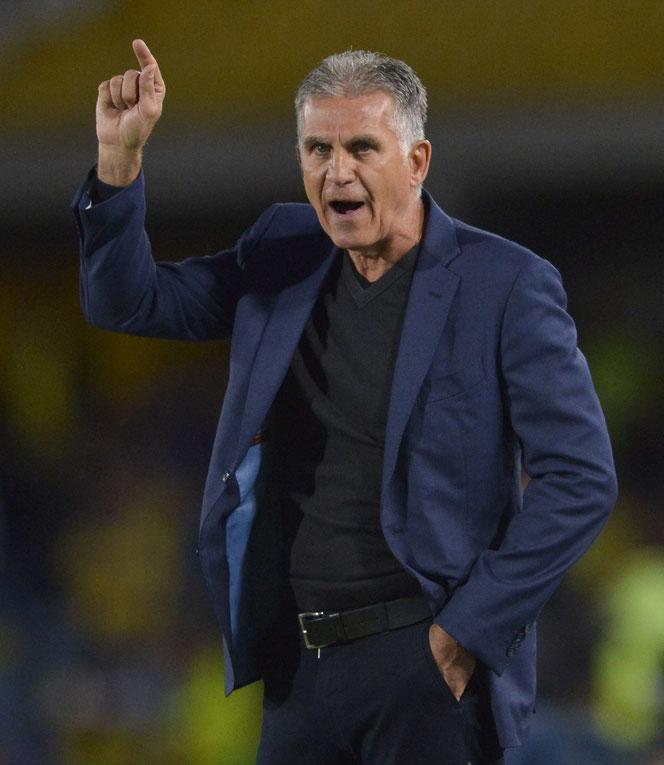Carlos Queiroz donne ses consignes lors de Colombie - Panama (3-0), disputé lundi à Bogota. Ce soir, dernier test