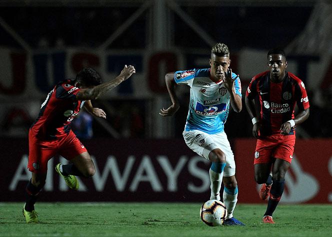 Victor Cantillo, ici lors de la défaite 1-0 del Tiburon au Nuevo Gasomestro de San Lorenzo, à Buenos Aires, mi-mars