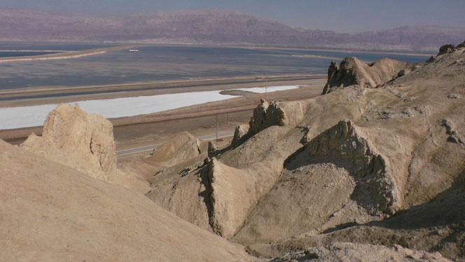 Вид на южный бассейн Мёртвого моря со склонов горы Содом