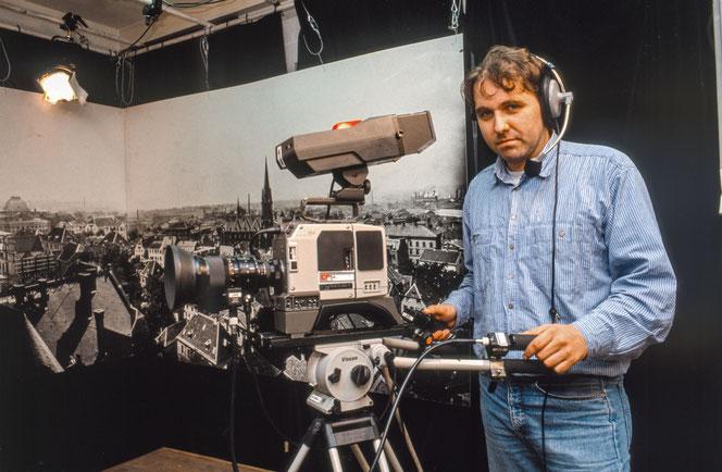 Studiokamera beim Offenen Kanal Essen (OK43), 1992