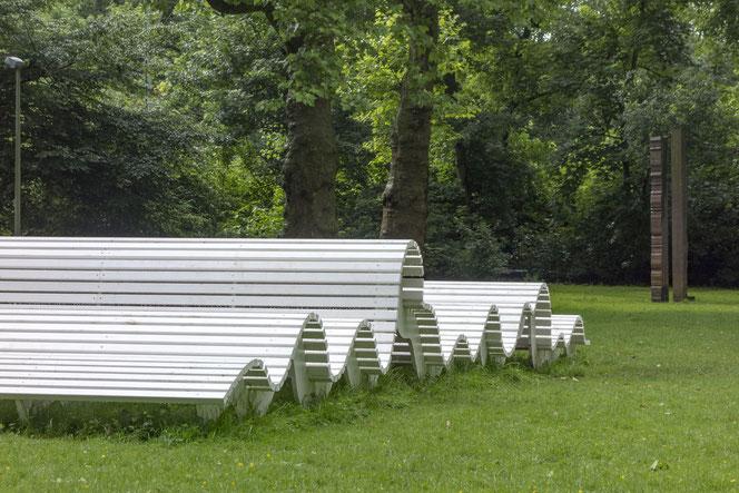 """""""onda"""", im Hintergrund """"Paarweise"""" (1988) von Ansgar Nierhoff *1941 †2010"""