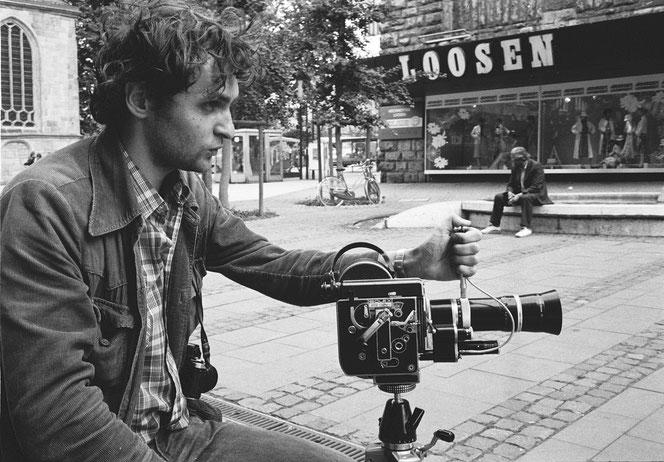 """Dreharbeiten zum Film """"Die Axt"""", 1983, hier Reinhard Krause an der Bolex-Kamera"""