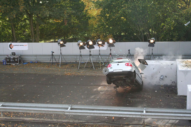 Crashtest mit Tempo 100 / Foto: Buckle Up-Productions