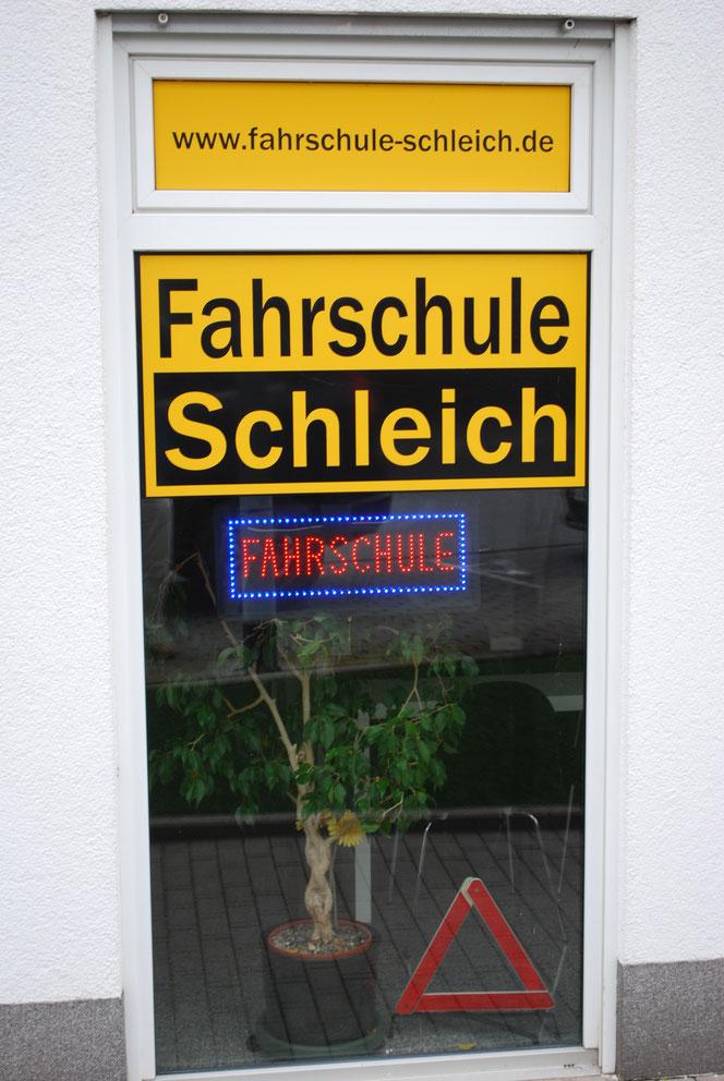 Mit Vollgas zum Führerschein: Die Fahrschule Schleich aus Mainz (Foto: Früherwisser Media)