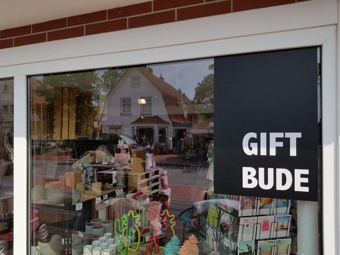 """Gift-Bude hat gleich drei Bedeutungen: Laden für giftige Mittel, Andenken (englisch gift) und plattdeutsch """"da gift dat wat"""" für """"da gibt es was"""" (Foto: Früherwisser Media)"""