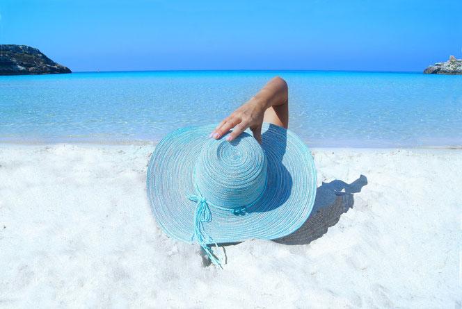 Wenn der Hut die schöne Frau verbirgt (Foto: Pixabay)
