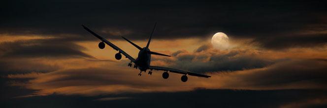 Mit dem Flieger der Sonnen entgegen (Foto: Pixabay)