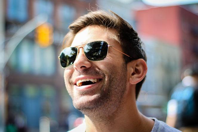 Experten sind sich sicher: Nichts macht Männer glücklicher als Brüste (Foto: Pexels)