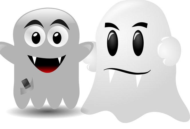 Achtung, gruselig: zwei Gespenster mit Vampirzähnen (Bilder: Pixabay)