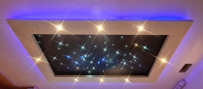 Cadre lumineux rapporté sur plafond, avec étoiles et voie lactée