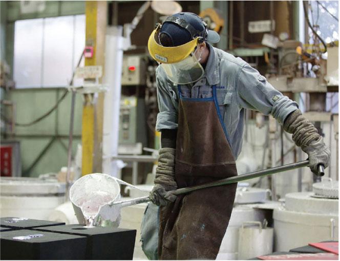 マルサン木型製作所での作業風景