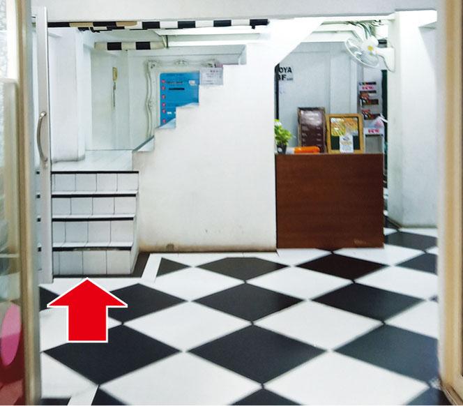 カットスタジオM'sは廊下の奥にある階段で2階へどうぞ
