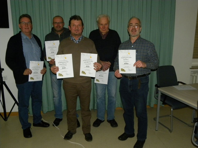 Die stolzen Preisträger (v. l.): Wilfried Poleschner (Bronze), Dirk Rixe (Gold), Günter Krawczyk (2x Gold), Friedrich-Wilhelm Große-Wöhrmann (Bronze) und Albert Bauer (Silber).