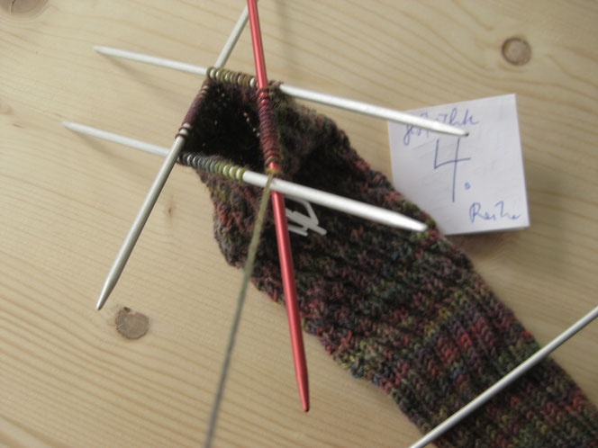 copyright www.birthe.eu Birthe Sülwald diagonale Socke 4. Runde