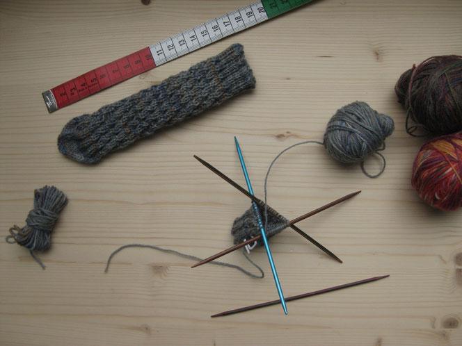 copyright www.birthe.eu Birthe Sülwald diagonale Socke Baby Wolle-Verwerter