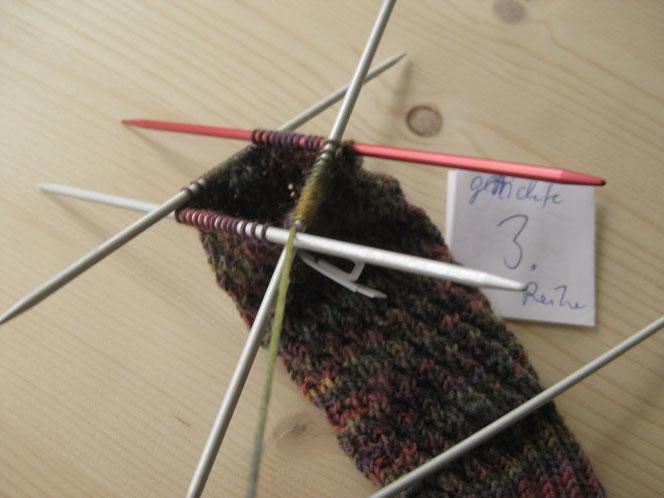 copyright www.birthe.eu Birthe Sülwald diagonale Socke 3. Runde