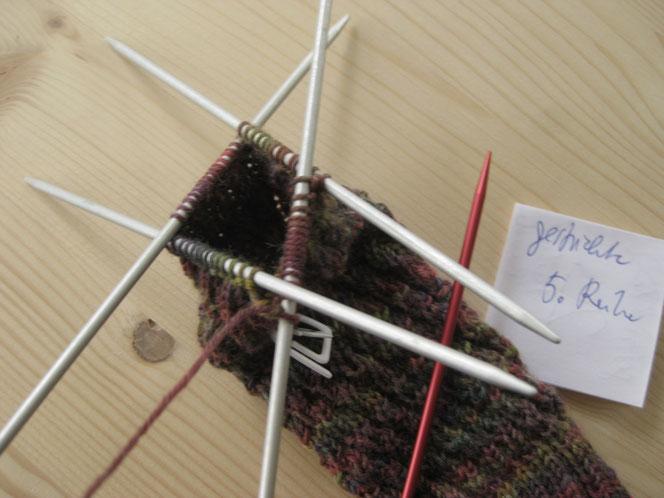 copyright www.birthe.eu Birthe Sülwald diagonale Socke 5. Runde