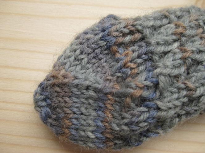 copyright www.birthe.eu Birthe Sülwald diagonale Socke Baby 3 Abnahmen