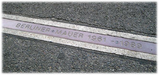 Bilder von den Spuren und Resten der Mauer in Berlin. Die Geschichte der Berliner Mauer im Bilderbuch Berlin. Fotos und Bilder von den Mauerresten in und um Berlin.