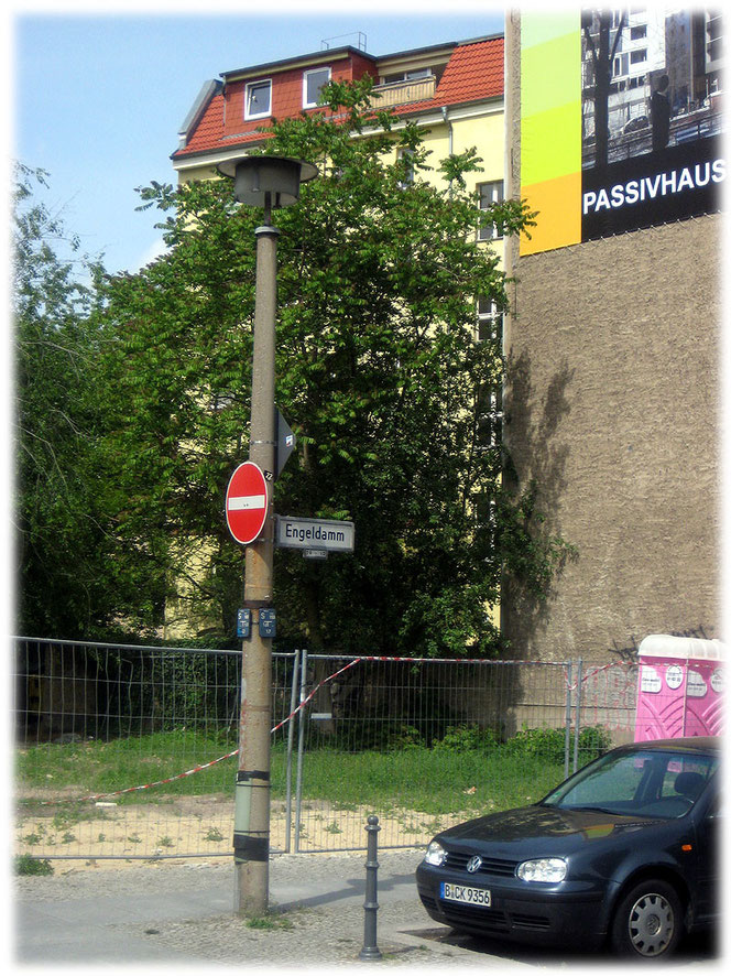 Eine Straßenlaterne aus DDR-Zeiten.