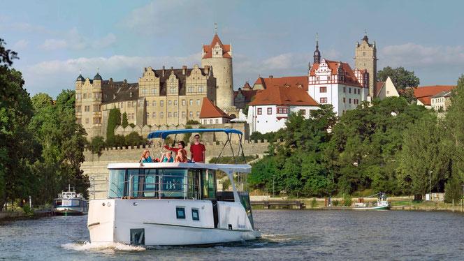 Fotomontage: Urlaub auf dem Hausboot