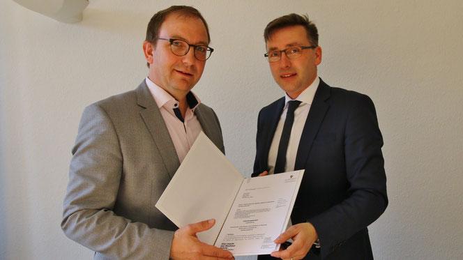 Foto Salzlandkreis: Landrat Markus Bauer (links) und Staatssekretär Thomas Wünsch beim Termin