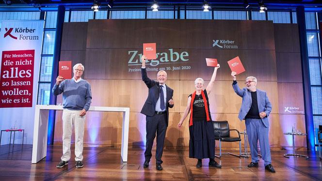Die vier ausgezeichneten Gründerinnen und Gründer bei der Zugabe-Preisverleihung im Hamburger KörberForum: Dr. Thilo Bode, Dr. Gerhard Dust, Elke Schilling und Dr. Bernhard Krahl (v.l.)