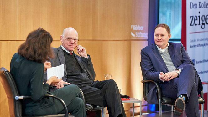 Hamburgs Kultursenator Carsten Brosda (r.) und Bundestagspräsident a.D. Norbert Lammert im Abschlussgespräch des 7. Symposiums The Art of Music Education