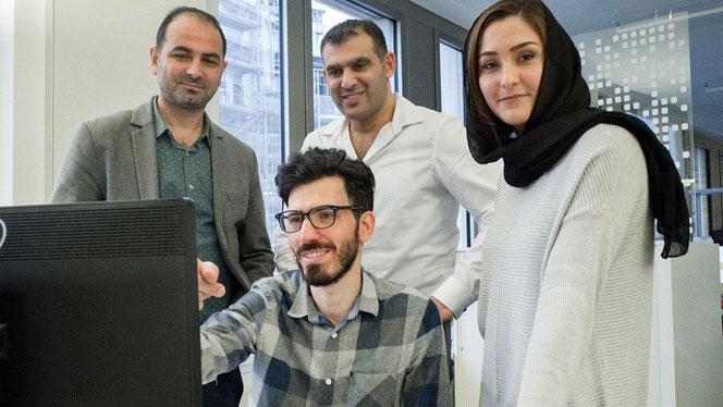 Das vierköpfige Redaktionsteam von Amal, Hamburg!