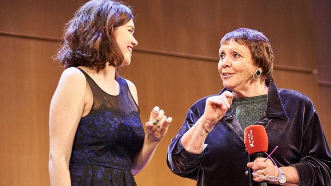 Kady Evanyshyn, Internationales Opernstudio, mit Brigitte Fassbaender im Hamburger KörberForum (Foto: Claudia Höhne)