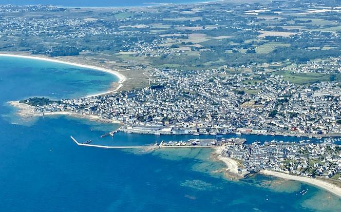 Guilvinec vue du  port de pêche, la plage et la ville
