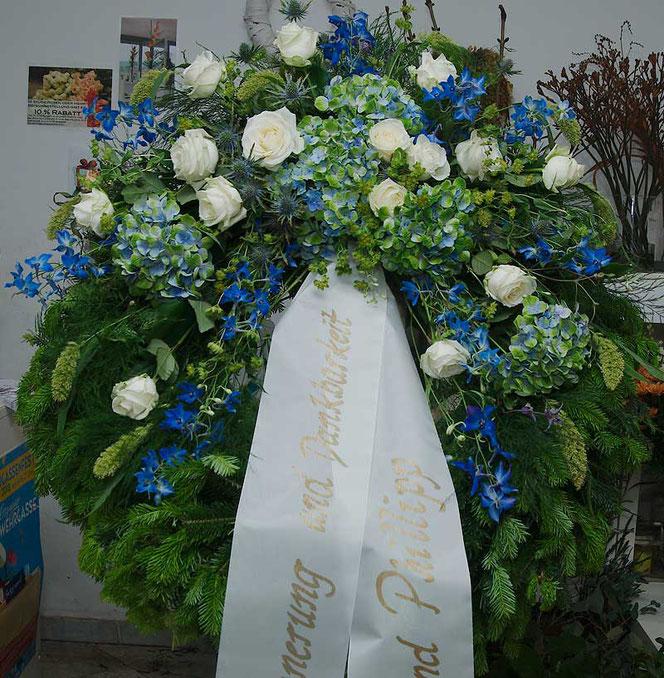 Kranz für Begräbnis mit Hortensien