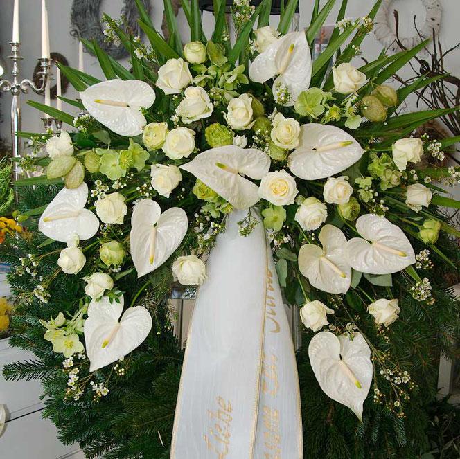 Trauerkranz weiße Rosen in Wien bestellen