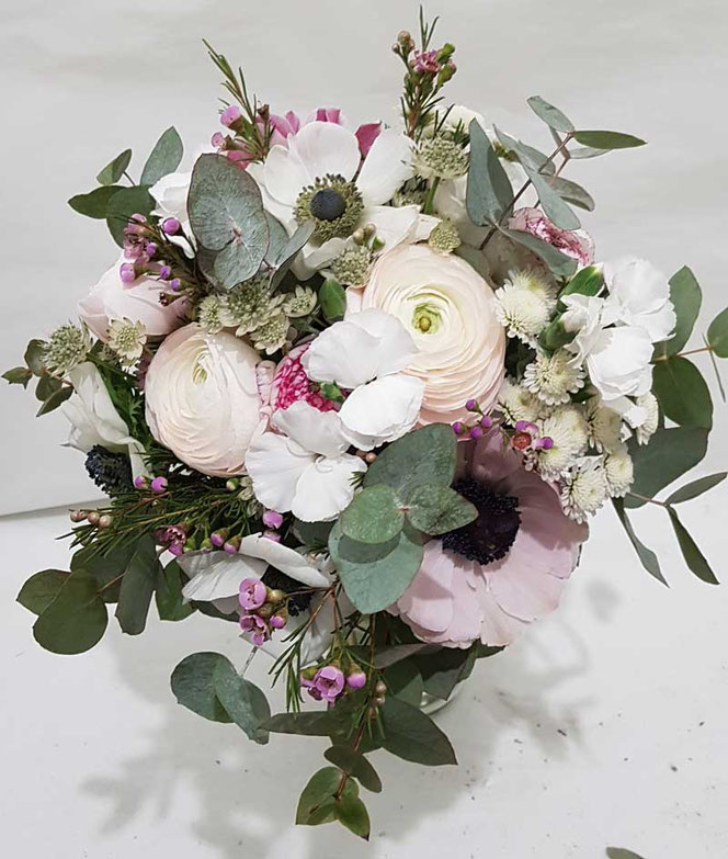 Brautstrauss mit Ranunkel und Anemonen in Wien bestellen