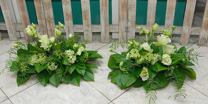 table decoration with flowers in green and white