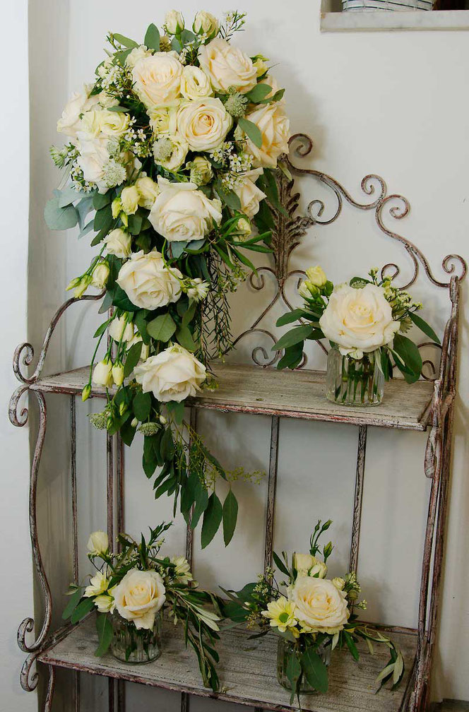 Wedding bouquet cascade with table decoration