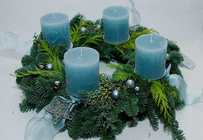 Adventskranz hellblau