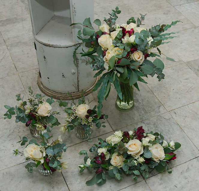 bridal bouquet and table decoration in vintage style for wedding in vienna