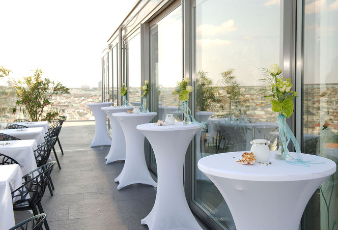 small vases for roof top party at Vienna´s HAUS DES MEERES