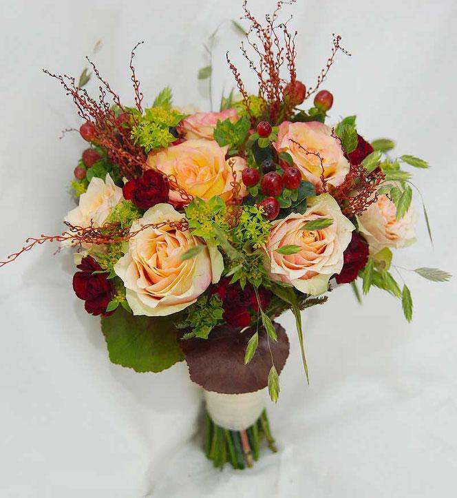 Brautstrauß Vintage Creme Rot Orange