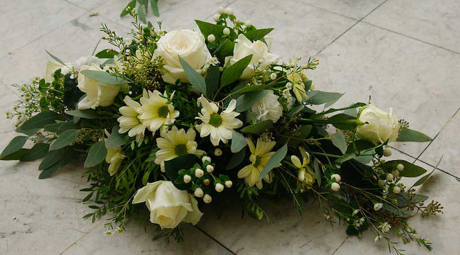 wedding flowers for car