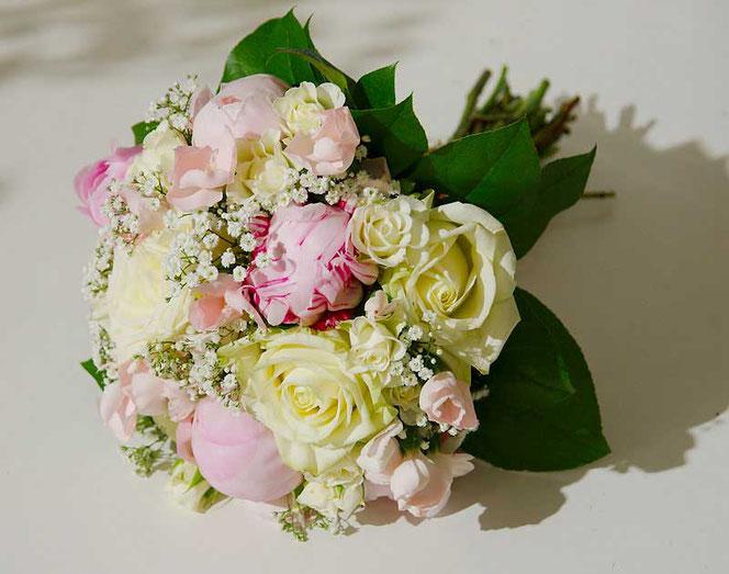 Brautstrauss Rosen Paeonia Pfingstrosen Weiss rosa