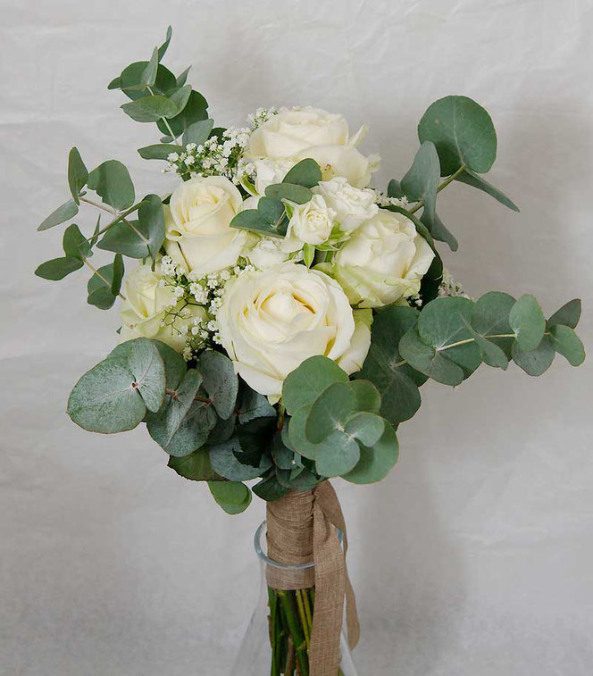 Small bridal bouquet with withe roses and eucalyptus in vintage style vienna