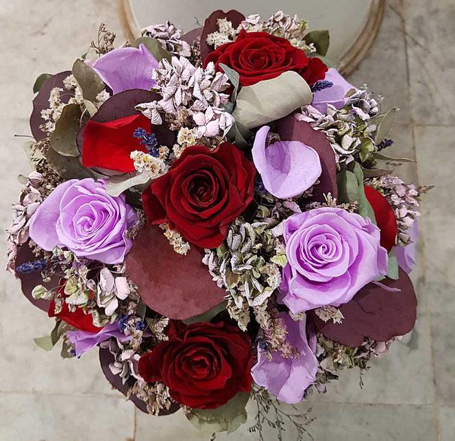 Trockenblumenstrauß mit forevr rosen in wien bestellen