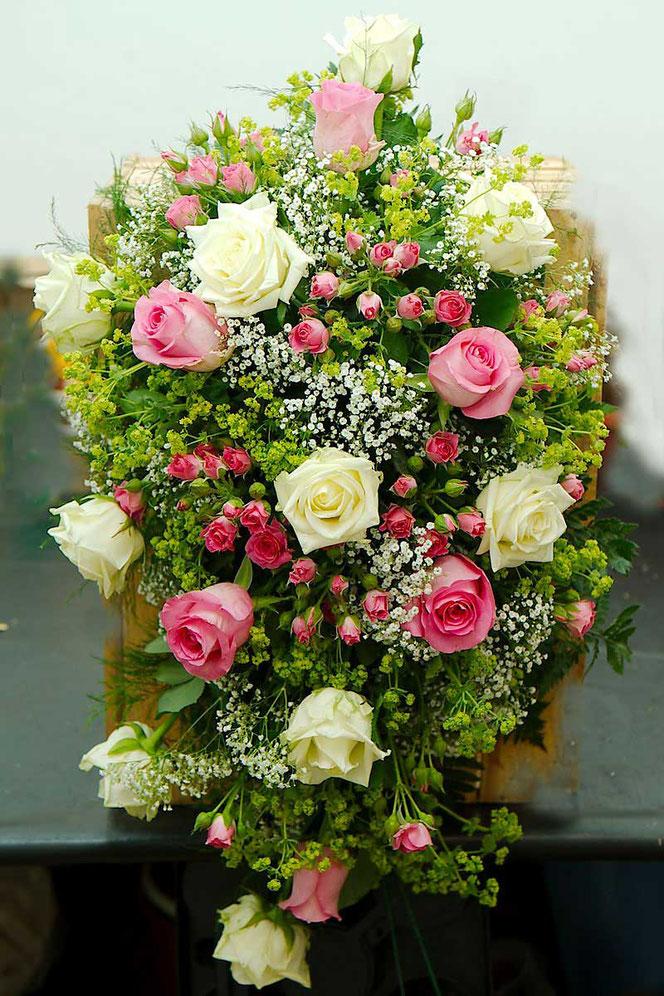 Autoschmuck mit Blumen Hochzeitsfloristik Wien