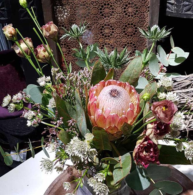 Blumenstrauß mit Protea in Wien liefern
