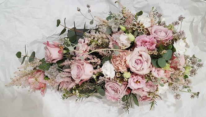 Blumendeko Hochzeit Tischgesteck mit Rosen