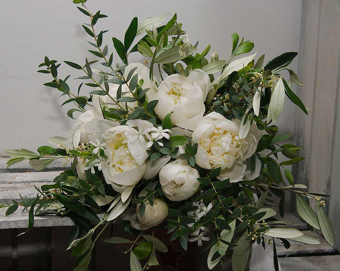 wedding bouquet vienna white peonies