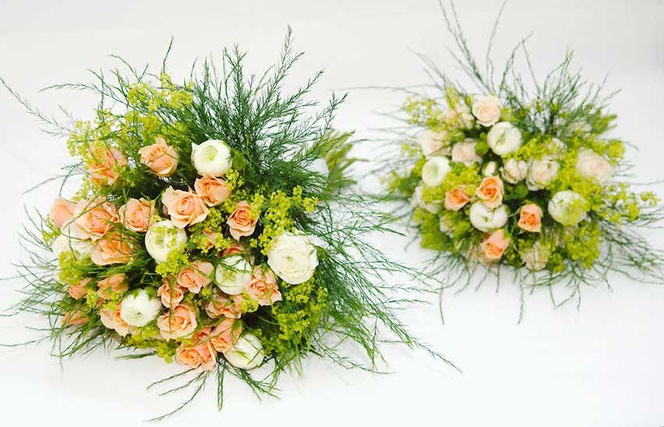 Brautstrauß und Wurfstrauß für Gartenhochzeit